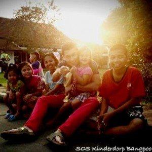 Jan Smit bezoekt Thailand voor SOS Kinderdorpen - Hier is Thailand.nl