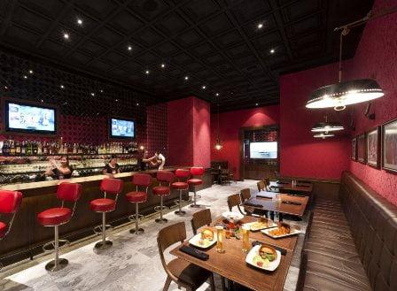 188 Silom Road Suriyawongse, Bangrak Bangkok Tel. 02-238-1991 Openingstijdens: 24 uur per dag geopend http://25degreesrestaurant.com/bangkok/