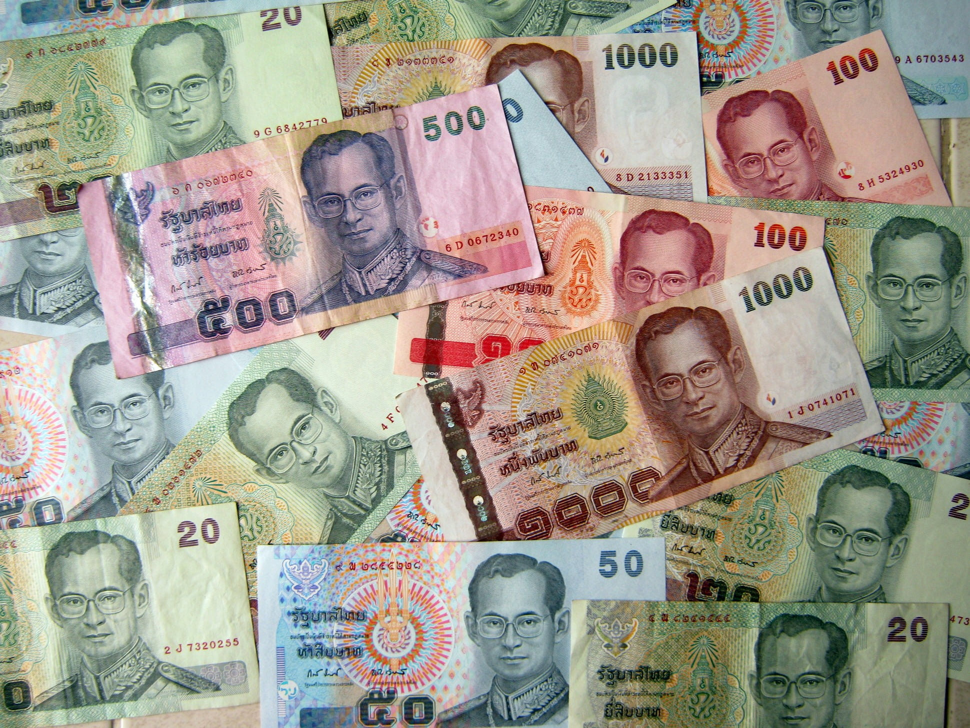 Thaise Baht blijft voorlopig op deze koers - Hier is Thailand.nl