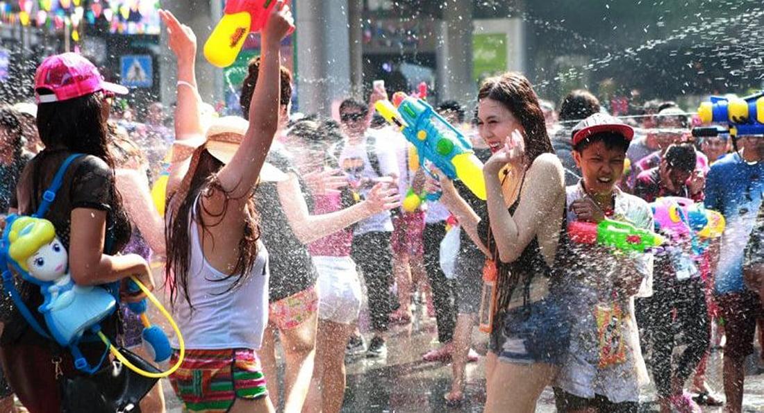 watergooien tijdens Songkran